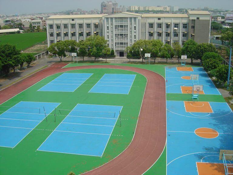 排球場、籃球場、PU跑道等運動設施齊全