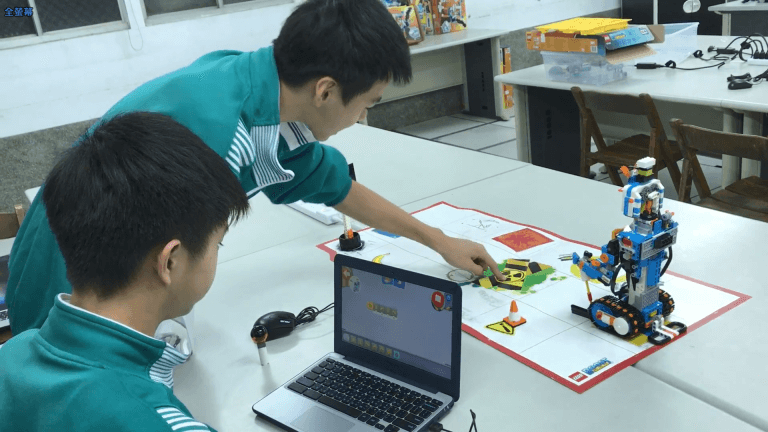 機器人程式設計課程研究如何達成目標