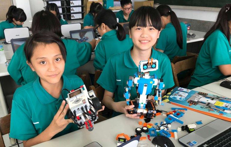 組裝完成的樂高機器人LEGO BOOST、Mindstorms EV3