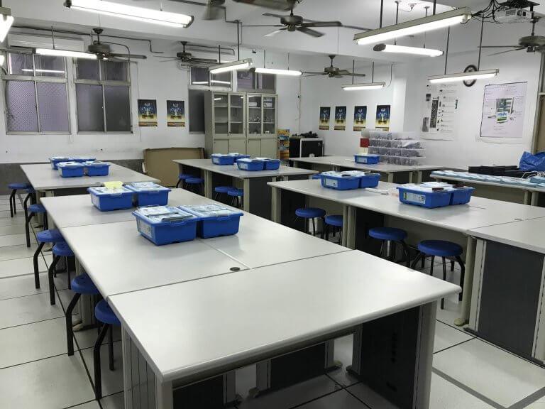 00寬敞明亮的教室