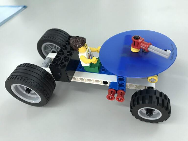 05測量車:輪胎帶動齒輪轉動指針來測量距離